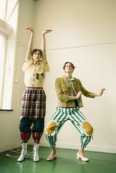 """Motoguo Spring Summer 2018 Campaign """"To Kinder,"""" Human Poses Reference, Pose Reference Photo, Queer Fashion, Androgynous Fashion, Kasimir Und Karoline, Photography Poses, Fashion Photography, People Poses, Cool Outfits"""