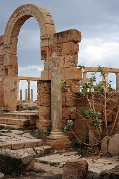 Market Arch, Leptis Magna, Libya. | Flickr - Photo Sharing! Ancient Ruins, Ancient Rome, Ancient History, Abandoned Houses, Abandoned Places, Arte Zombie, Monuments, Foto Art, Ancient Buildings