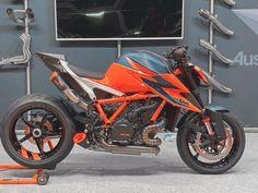 Ktm Motorcycles, Ktm Duke, Old Cars, Motorbikes, Devil, Badass, Wheels, Racing, Adventure