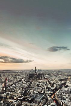 avenuesofinspiration:  Distant Paris | Photographer  | AOI