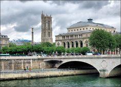 Place du Châtelet & Tour Saint-Jacques