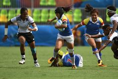 Colombia's Guadalupe Lopez runs with the ball in the womens rugby sevens match between Colombia and Fiji during the Rio 2016 Olympic Games at Deodoro Stadium in Rio de Janeiro on August 7, 2016. / AFP / Pascal GUYOT