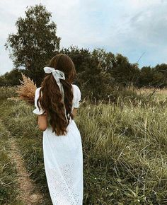 aesthetic girl Uploaded by B O S P H O R U S. Find images and videos about gencler on We Heart It - the app to get lost in what you love. Shaved Side Hairstyles, Braided Hairstyles, Female Hairstyles, Hairstyles 2018, Bandana Hairstyles, Princess Aesthetic, Aesthetic Girl, Hair Inspo, Vintage Hairstyles