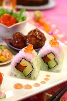 3色春色サーモンアボカドロール寿司