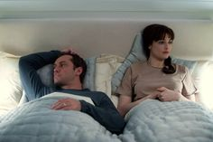 Jude Law and Rachel Weisz in 360 by Peter Morgan, a 2012 production directed by Fernando Meirelles. Anthony Hopkins, Rachel Weisz, 2012 Movie, Movie Tv, Movies To Watch, Good Movies, Comic, Jude Law, Group Of Friends