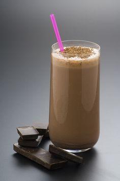 Un delicioso smoothie de chocolate, ideal como postre para los niños. Prueba esta deliciosa receta, le encantará a chicos y grandes.