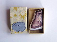 Siamese poes in een doosje