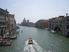 Venezia, Canal Grande. Guardando verso la Punta della Dogana dal Ponte dell'Accademia