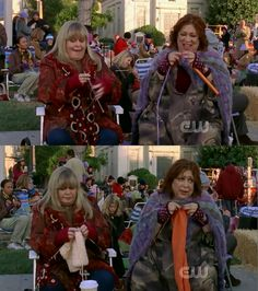 Gilmore Girls - Babette (Sally Struthers) and Miss Patty (Liz Torres) knitting for Stars Hollow knit-a-thon. Love the background knitters and the call that must have gone to central casting!