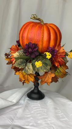 Halloween Decorations Apartment, Fall Decorations Diy, Diy Thanksgiving Decorations, Harvest Party Decorations, Samhain Decorations, Pumkin Decoration, Thanksgiving Diy, Hallowen Ideas, Scarecrow Ideas