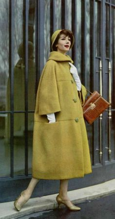 Matching hat, coat and gloves. Coat by Jean Patou, 1958 - Fashion Moda 2019 Fashion 60s, Vintage Fashion 1950s, Vintage Mode, Vintage Couture, Fashion History, Womens Fashion, Vintage Style, Retro Outfits 1950s, 1950s Clothes
