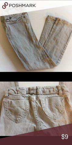 Old Navy jeans Light wash, gray jeans from Old Navy. They have a swirly design on the back pockets. Size 8 and in great condition! Old Navy Bottoms Jeans