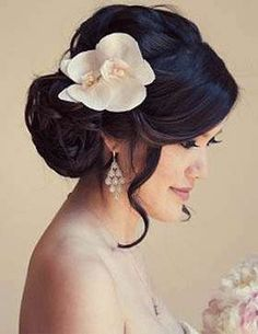 Beautiful white orchids can replace a veil for a modern bride - Bridal Hair Wedding Nails For Bride, Bride Nails, Wedding Updo, Asian Wedding Hair, Bridal Hairdo, Wedding Hairstyles For Long Hair, Bride Hairstyles, Vintage Wedding Hairstyles, Bridesmaid Hairstyles