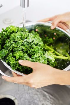 Healthy Dinner Meal Prep Ideas to Save Time on Busy Evenings (FitSugar) Vegan For A Week, Crockpot, How To Cook Kale, Clean Eating Plans, Broccoli Recipes, Going Vegan, Healthy Dinner Recipes, Yummy Recipes, Soup Recipes