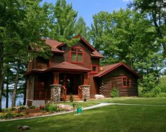traditional exterior by Lake Country Builders Rustic Exterior, Design Exterior, Exterior House Colors, Exterior Trim, Exterior Paint, Exterior Tradicional, Country Builders, Rustic Lake Houses, Rustic Homes