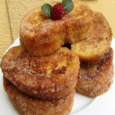 La Juani de Ana Sevilla: Torrijas (Fritas, al vapor y en microondas) French toast (Fried, steamed and microwave). Portuguese Desserts, Portuguese Recipes, Portuguese Food, Sweet Recipes, Cake Recipes, Good Food, Yummy Food, Sweet Tooth, Bakery