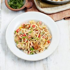Spicy chunks of chicken star in the creamy Slimming World Cajun chicken pasta. Mix up your midweek pasta recipes with a Cajun kick! Cajun Chicken Pasta Slimming World, Chicken Pasta Recipes, Cajun Recipes, Cooking Recipes, Healthy Recipes, Healthy Food, Quark Recipes, Slimming World Recipes, Eating Plans