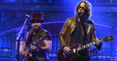 """Zac Brown Band remember Soundgarden singer Chris Cornell, with whom they worked on rock hit """"Heavy Is the Head."""" Rock Hits, Zac Brown Band, Chris Cornell, Political News, Gentleman, Singer, Film, Concert, Music"""