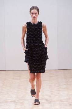 The Best Looks From London Fashion Week: Spring 2014 3d Fashion, Fashion Show, Fashion Design, Fashion Trends, London Fashion, Fashion News, Jonathan Williams, Structured Fashion, Spring 2014