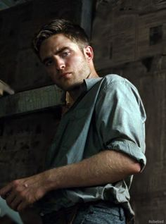 """I didn't really like the Twilight movies and I didn't think I liked Robert Pattinson but he was really good in """"Water for Elephants"""". Robert Pattinson Twilight, King Robert, Robert Douglas, Water For Elephants, Johny Depp, Edward Cullen, Twilight Saga, Dream Guy, Look At You"""