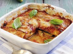 Lasagne aus Zucchini, Mozzarella, Tomaten und Basilikum - smarter - Zeit: 1 Std. 15 Min. | eatsmarter.de