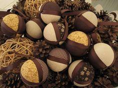 Bolas de natal ficam bem em todos os tons, só depende da decoração que quisermos fazer. Estas ficaram em tons do outono. :)