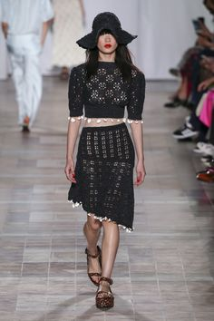 See the complete Sonia Rykiel Spring 2018 Ready-to-Wear  collection.