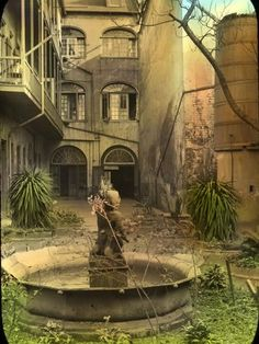 New Orleans courtyard; awesome potential -- needs some love