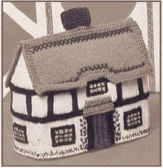 Knitting pattern for cottage tea cozy Tea Cosy Knitting Pattern, Tea Cosy Pattern, Knitting Machine Patterns, Free Knitting, Finger Knitting, Teapot Cover, Knitted Tea Cosies, Crochet Home, Crochet Granny