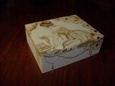 Caixinha - guarda-jóias em madeira pirogravada. www.Facebook.com/FatitArte