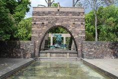 Am Denkmal