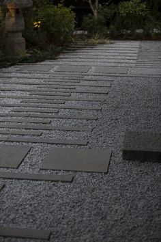 Japanese architect Kengo Kuma has used an ancient East Asian landscaping principle to inform the design of this house outside Portland, Oregon. Architecture Background, Landscape Architecture, Landscape Design, Contemporary Landscape, Modern Landscaping, Backyard Landscaping, Paving Pattern, Paving Design, Mini Zen Garden