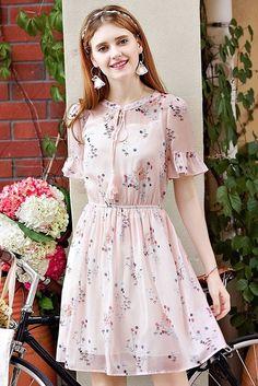 Tassel Tie-Neck Pink Floral Dress Source by othersparrows Dresses Trendy Dresses, Simple Dresses, Cute Dresses, Casual Dresses, Formal Dresses, Pink Dress Casual, Dresses Dresses, Dance Dresses, Dresses Online