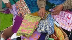 knitting as protest in Peru (2010)