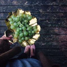 Now ~ grapes and a little writing 🖋📰✨ #articlewriting#stiften#aarhus#mitaarhus#loppefund#loppeguld#sensommeraften