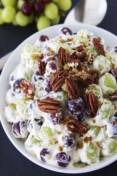 This Creamy Grape Salad is one of the most addicting fruits salads ever. Creamy Grape Salad is a quick and easy recipes. Creamy Grape Salad is fruit salad for summer. Fruit Appetizers, Dessert Salads, Fruit Salad Recipes, Easy Fruit Salad, Creamy Fruit Salads, My Recipes, Cooking Recipes, Favorite Recipes, Grape Salad