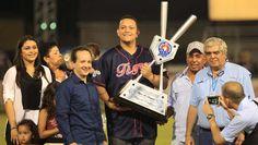La Liga Venezolana de Béisbol Profesional y los Tigres de Aragua le rindieron un homenaje al primer venezolano en ganar la Triple Corona y el premio Jugador Más Valioso en la temporada 2012 en la Liga Americana.