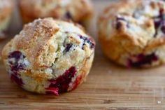 Secret recipe for explosion fruit muffins (Tim Hortons style!) - These Tim Hortons style explosion fruit muffins are really good. You can eat it well for dessert or - Tim Hortons, Blackberry Muffin, Blackberry Recipes, Great Recipes, Favorite Recipes, Yummy Recipes, Good Food, Yummy Food, Muffin Bread