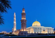 The Grand Mosque of Oman is the making of the present leader of Oman, Sultan Qaboos. In the mid Ancient Greek Architecture, City Architecture, Sultan Qaboos Grand Mosque, Islamic World, Islamic Art, Islamic Quotes, Beautiful Mosques, Ulsan, World's Most Beautiful