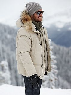36 Elegant Snow Outfit Ideas For Feeling Comfort When Snow Coming - West-coasters don't have it so bad, but for all the Northeastern and Midwestern fashion lovers, snow can be a serious wardrobe inhibitor. Snow is cold. Jet Set, Sioux, Ski Fashion, Winter Fashion, Mens Fashion, Mens Winter Coat, Winter Jackets, Outfits Hombre, Snow Outfit