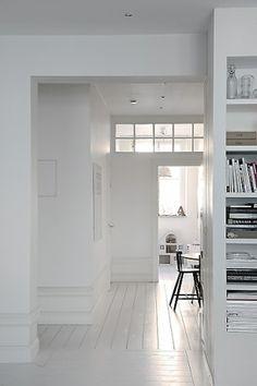 Reform Kitchen / living inspiration / home / Home decor / Interior design / White Wood Floors, White Flooring, White Painted Floors, White Floorboards, White Walls, Hardwood Floors, Estilo Interior, Interior Architecture, Interior Design