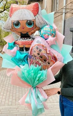Diy Gift Box, Diy Gifts, Gift Tags, Hanging Balloons, Balloon Bouquet, Balloon Box, Disney Balloons, Lol, Balloon Decorations Party