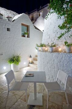 Gorgeous ~ all white furniture and pots