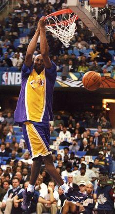 Kobe in 1996 killing the dunk contest Basketball Photos, Basketball Legends, Basketball Players, Basketball Art, Kobe Bryant Family, Lakers Kobe Bryant, Kobe Mamba, Kobe Bryant Pictures, Kobe Bryant Black Mamba