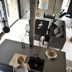 I would risk an island all black stone with sides in stone. I know a lot of people find it heavy but after more reflection and research I think this will work and make a powerful statement. Apartment Goals, Apartment Interior, Living Spaces, Living Room, Deco Design, Open Concept, Loft, Scandinavian Design, Minimalist Design