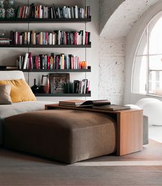 Coffee table in laminated wood and veneered oak, natural slightly bleached color, or wengé colour. Round shaped border in solid wood. Luxury Italian Furniture, Small Tables, Metallic Paint, Wood Veneer, Design Projects, Solid Wood, Bookcase, Ottoman, Shelves
