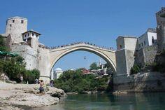 Fotografía: Maria Magnolia - Mostar Tower Bridge, Magnolia, Mansions, House Styles, Travel, Lake Garda, Paisajes, Places, Mansion Houses