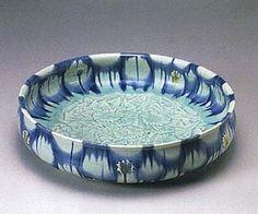 KATO Takuo - Shallow bowl, Japan, 1996 - carving and glaze.