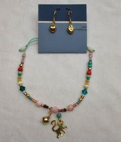 Conjunto Aretes y Pulsera: Pequeño Banderlog Materiales:Accesorios en oro goldfieldhilo color menta, mostacilla checa, murano, cristales s...