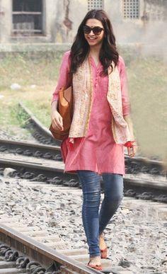 Deepika wearing a casual kurta with jeans. Read more http://fashionpro.me/7-kinds-bottoms-pair-womens-kurta